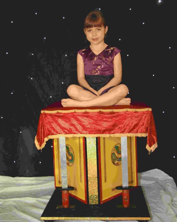 Flying Carpet Magic Trick - Carpet Vidalondon